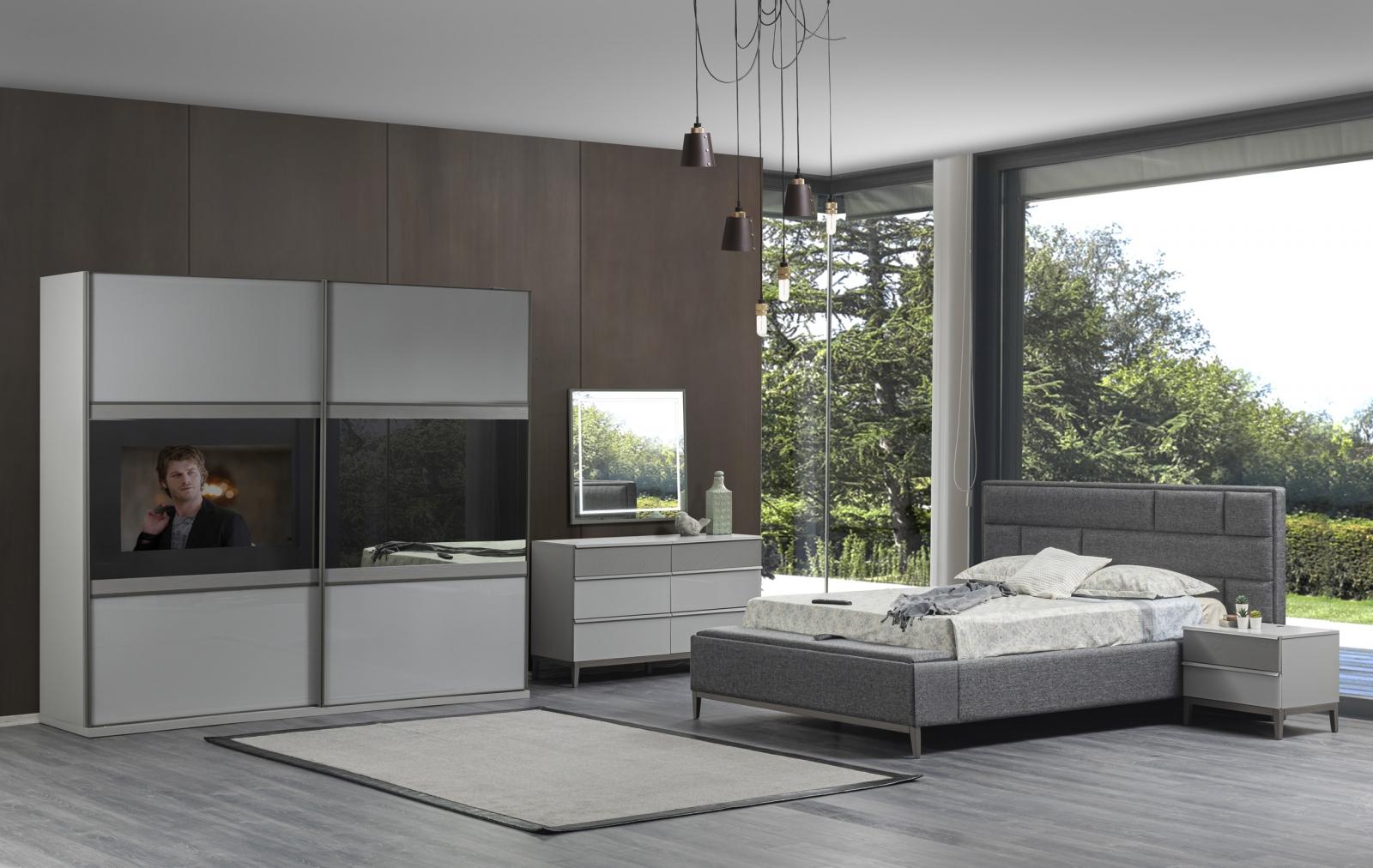 Salda Tv'li Yatak Odası